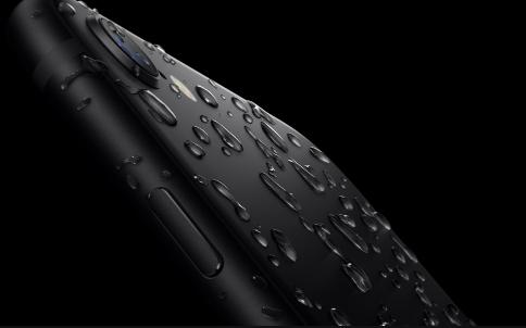 iPhoneSEのスペックである耐水性をイメージ