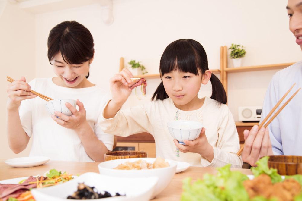 忙しい家事や育児のなか、dミールキットで笑顔の食卓をイメージ